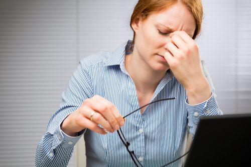 Очните тикове представляват неволни и повтарящи се спазми