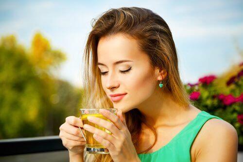 чайове за справяне с липсата на енергия с жълт кантарион