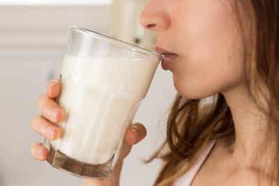 7 причини да пиете мляко с мед