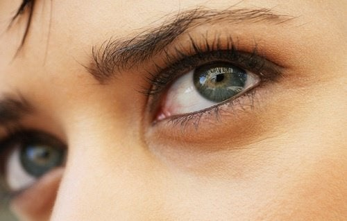 сини очи и външния вид