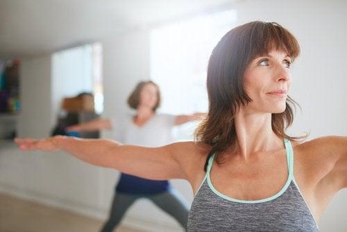 упражнения, с които да стегнете бюста