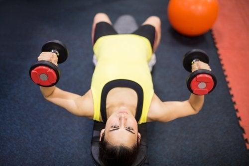 вдигане на тежести за поддържане на мозъка