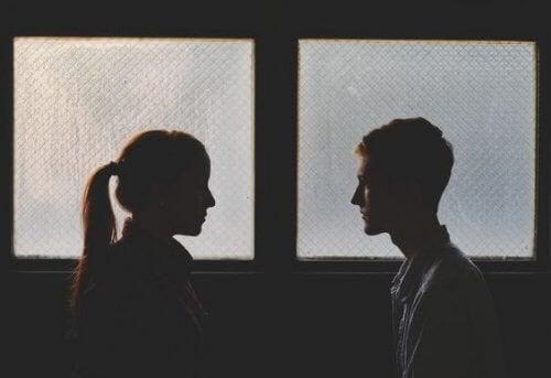 Да се върнете при бившия партньор: Заслужава ли си или води до повече проблеми?