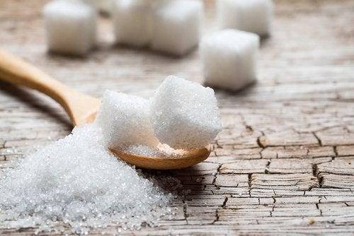 Избягвайте захарта за предпазване от остеопороза.