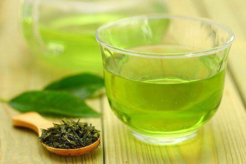 намалете целулита с помощта на зелен чай