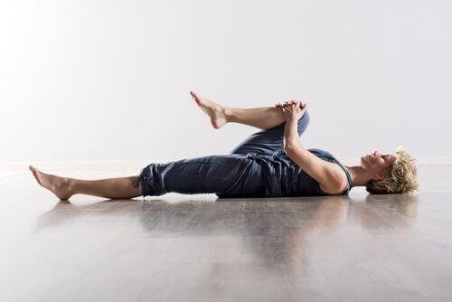 разтягане за облекчаване на мускулните болки