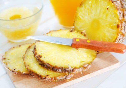 свойствата на ананаса контролират симптомите на инфекции на пикочните пътища