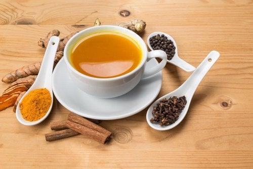Чай с мед и канела за стимулиране на мозъка