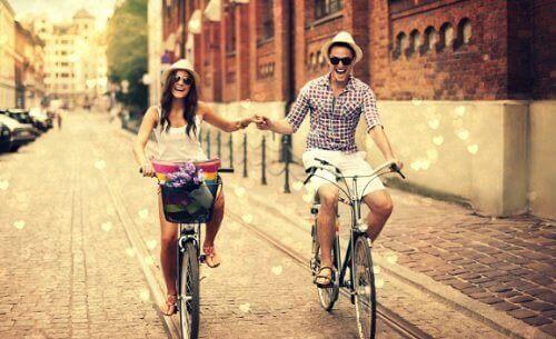 Щастливите двойки са истински приятели.