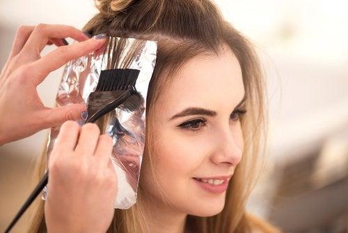 Алуминиево фолио за красива коса