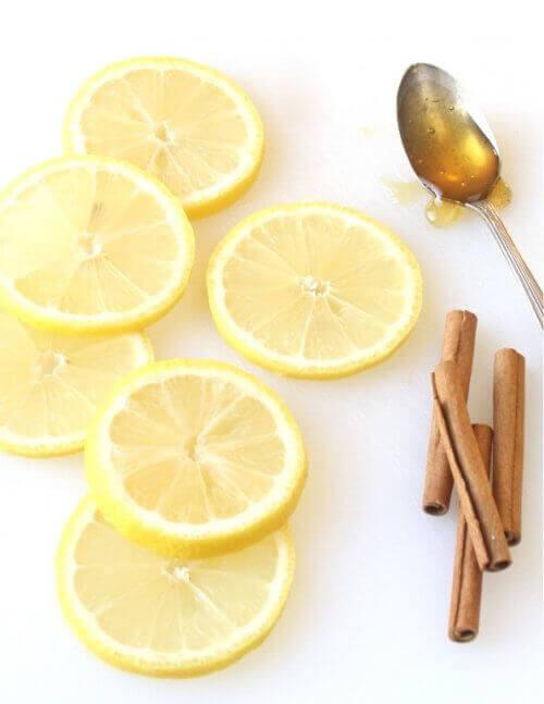 Лекарство от канела и лимон в борба срещу настинка или грипен вирус.