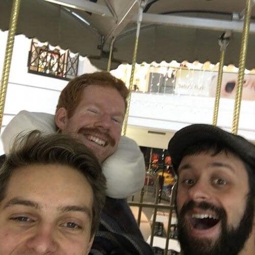 Истинското приятелство: Те помогнаха на болния си приятел да обиколи света