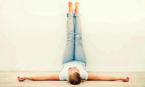 упражнения с повдигане на краката за няколко минути