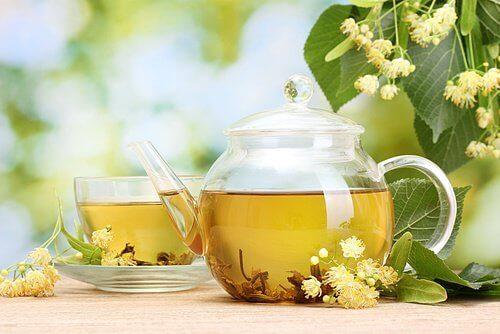 успокойте нервите с липов чай