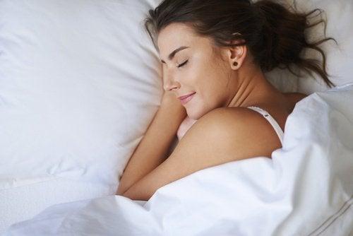 използвайте памучни чаршафи, за да заспите по-лесно