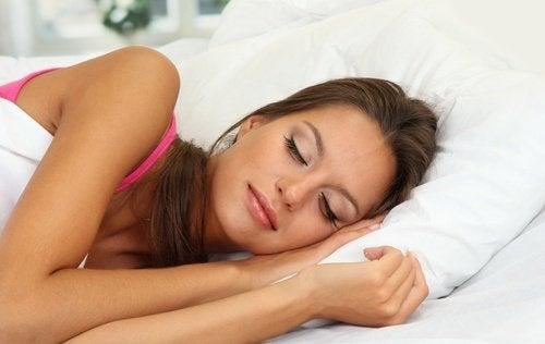 Спане с грим и грижата за очите