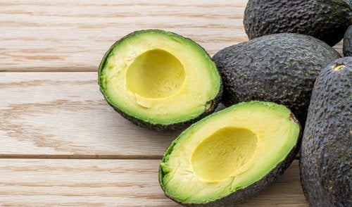Извадете семката, за да запазите свежестта на авокадото
