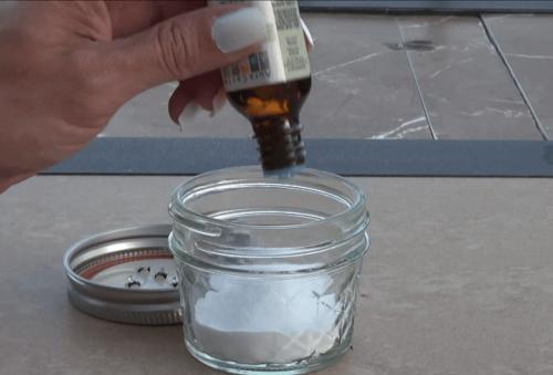 Сода за хляб и етерично масло от чаено дърво за чисти възглавници