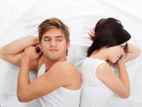 Да спите в отделни стаи не означава непременно, че връзката ви не върви добре