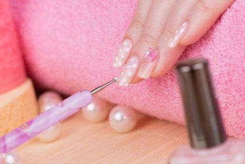 Внимавайте с ноктопластиката с акрил