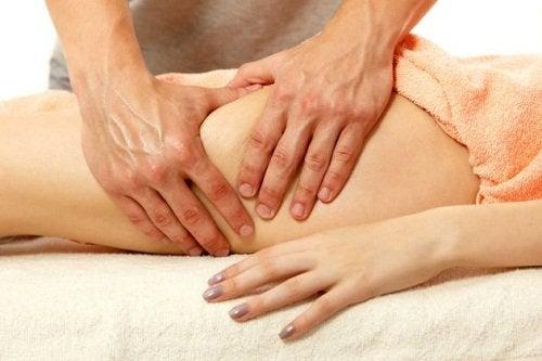 масаж за по-слаби бедра