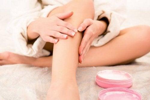 Масажирайте болезнените крака с магнезиево олио