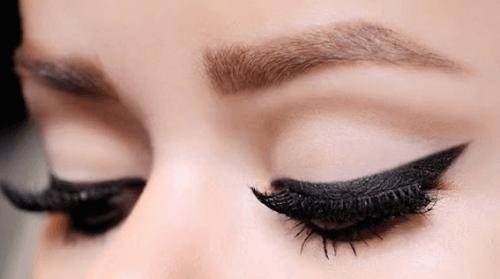 11 съвета за нанасяне на очна линия