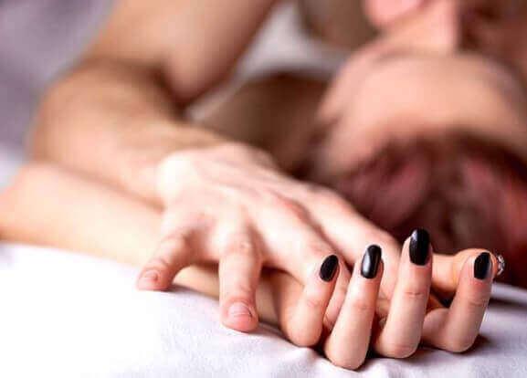 Средно 1 на всеки 10 жени изпитва леко вагинално кървене след секс