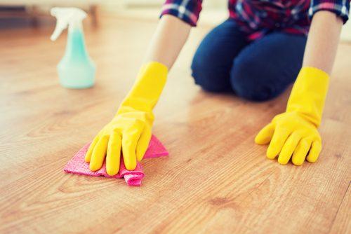 почистете пода и дома