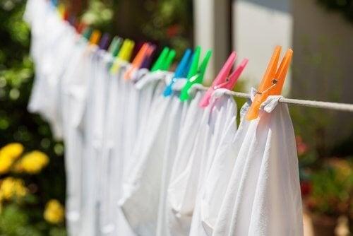 8 трика за избелване на белите дрехи