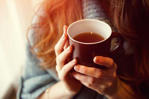 контролиране на тревожността може да бъде постигнато с чай от бял равнец