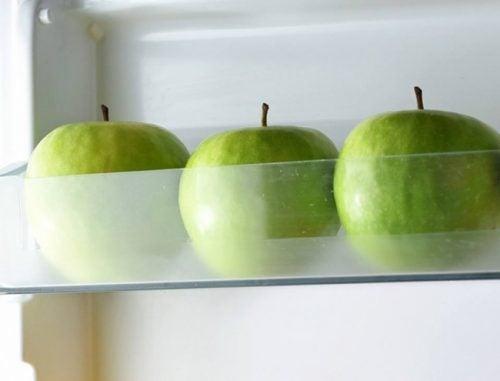 Съхраняване на хранителните продукти в хладилник ги запазва свежи