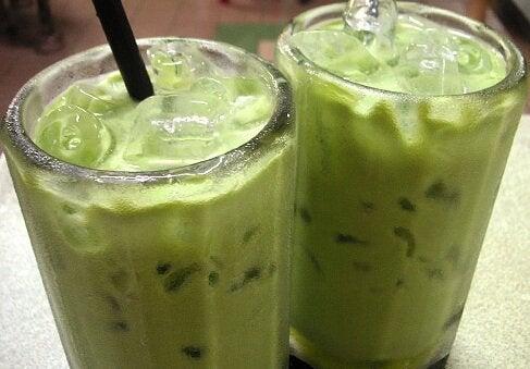 3 смутита с авокадо за намаляване на холестерола