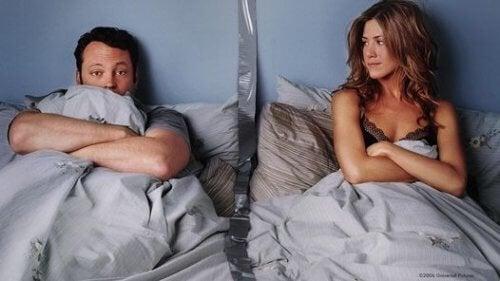 хъркането нарушава съня и влошава взаимоотношенията в спалнята