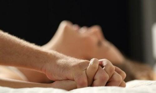 Да спите в отделни стаи може да доведе до увеличаване на сексуалното ни желание към партньора.