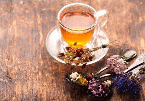 валериановият чай помага за контролиране на тревожността