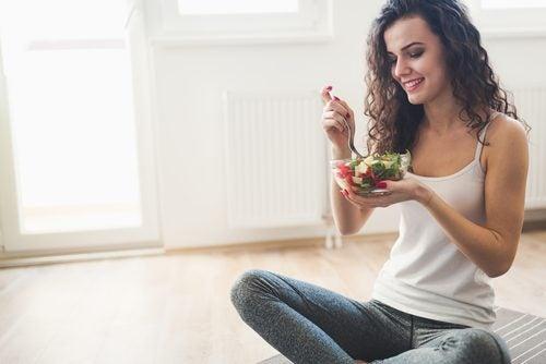 Нискокалорична салата за здравословно хранене