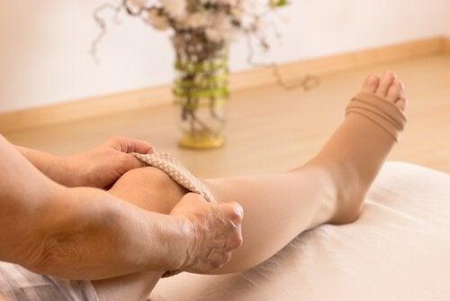 правете масажи против газовете и коремното подуване