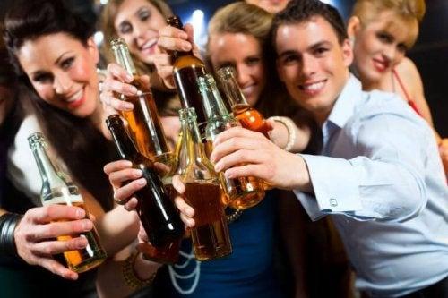 когато има пристрастяване към алкохола, опитвате да се заобиколите с такъв тип хора
