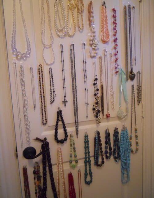 организирането на къщата - бижута в гардероба