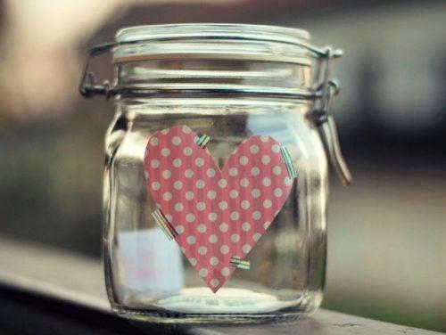Бурканът на щастието е мястото, където можем да оставим посланията си