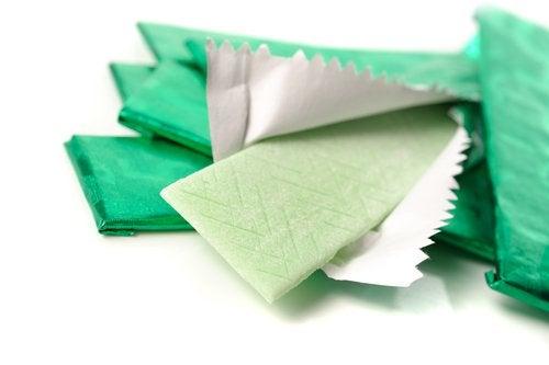 за по-плосък корем, избягвайте дъвки без захар