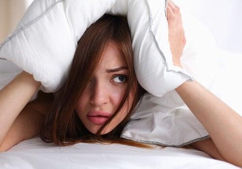 главоболие и връзката му със спането с мокра коса