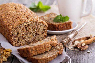Опитайте този хляб с овесени ядки, орехи и банани – без лактоза и глутен