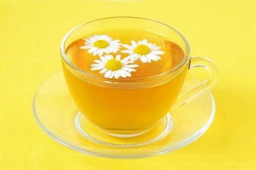 коликите се лекуват с чай от лайка