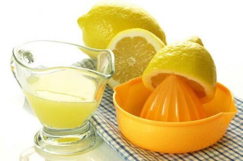 Лимонов сок против зъбна плака