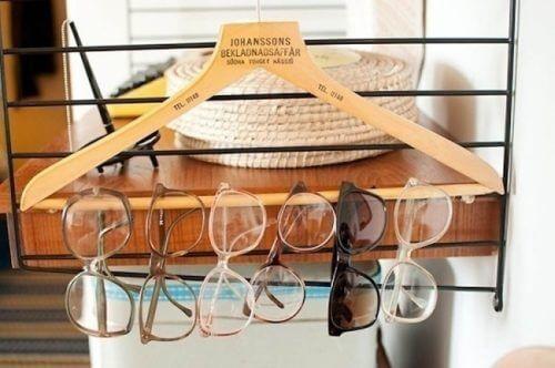 организирането на къщата - очилата чрез използване на закачалка