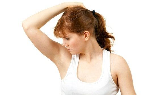 5 сигнала за проблеми със здравето изпращани от подмишниците ви