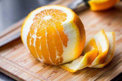 можете да преборите запека с портокал