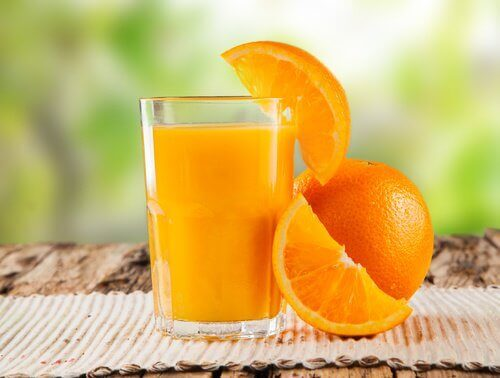 портокаловият сок насърчава дебелото ви черво да се отърве от отпадъците